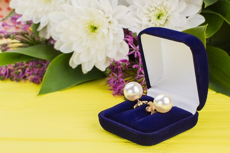 Jewelry Anniversary Gifts by the Year Series: Part 1