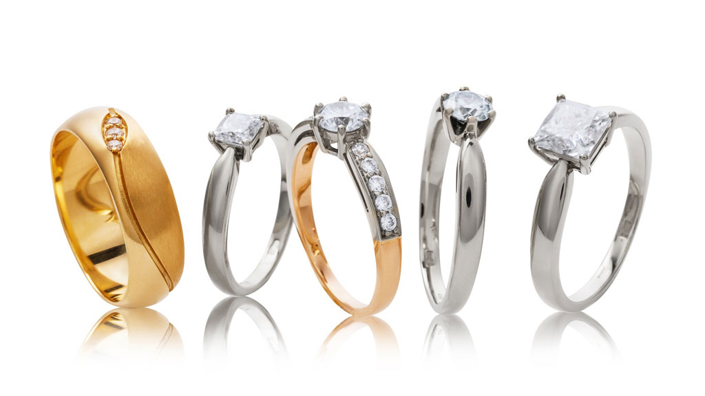 Choosing an Engagement Ring Metal